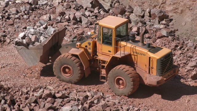 ws ts loader at quarry / taben-rodt, rhineland-palatinate, germany - bulldozer stock videos and b-roll footage