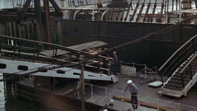 ms pan td loading aboard ship lowering in hold of ship / paris,france  - 10秒以下点の映像素材/bロール