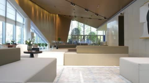vídeos y material grabado en eventos de stock de interior del vestíbulo - hotel de lujo