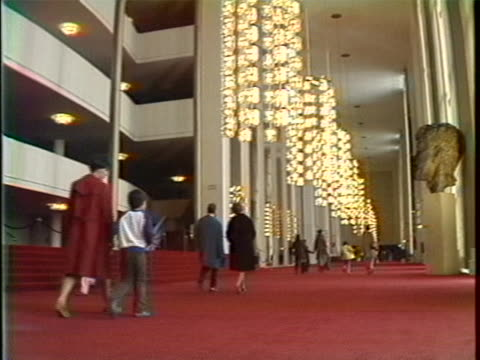 vídeos y material grabado en eventos de stock de lobby of the kennedy center in the 1970s. - 1970 1979