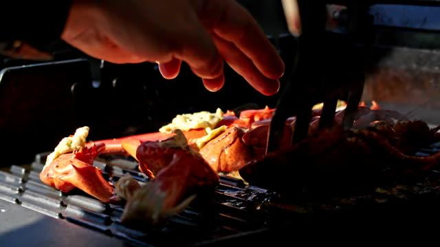 vídeos de stock e filmes b-roll de lagosta com pimentão manteiga do para churrasco grelhar - lagosta