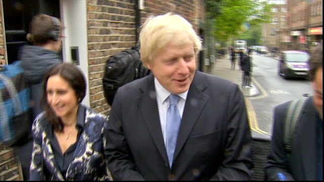 local and mayoral elections underway; england: london: islington: ext mayor of london boris johnson, with wife marina wheeler, posing outside polling... - jachthafen stock-videos und b-roll-filmmaterial