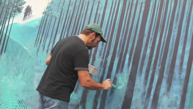 ms local artist working on outdoor mural / portland, oregon, usa - portland oregon点の映像素材/bロール
