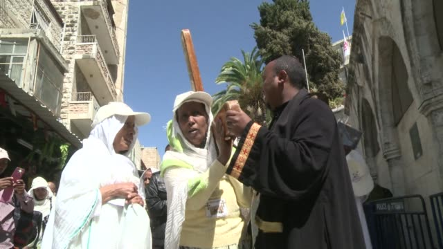 local christian arabs and pilgrims from around the world made their way down the cobbled via dolorosa in jerusalem friday where jesus is believed to... - via dolorosa stock videos & royalty-free footage