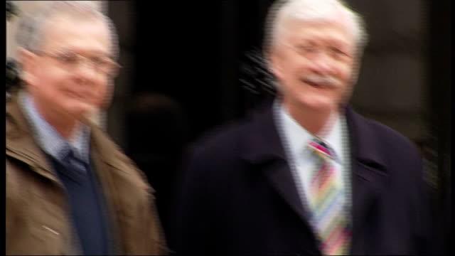 local conservative party chairmen deliver letter to number 10 in opposition to gay marriage; england: london: downing street: ext general views of... - ordförande bildbanksvideor och videomaterial från bakom kulisserna