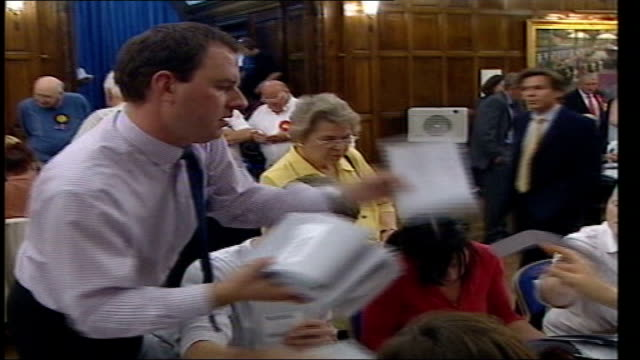 bad night for labour ytv england hull int gvs votes being counted - キングストンアポンハル点の映像素材/bロール