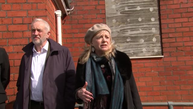 stockvideo's en b-roll-footage met jeremy corbyn and angela rayner campaigning in swindon england wiltshire swindon ext jeremy corbyn mp angela rayner mp jim grant and tracy brabin mp... - parlementslid