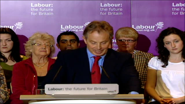 vídeos y material grabado en eventos de stock de local elections/ labour electioneering/ questions over gordon brown as potential leader county durhamtrimdon int blair along to podium to applause... - prime minister's questions