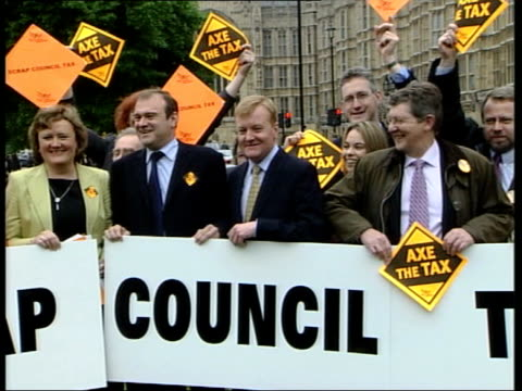 Liberal Democrats launch campaign ITN ENGLAND London Liberal Democrat Leader Charles Kennedy MP CMS Kennedy standing with Liberal Democrat MPs and...