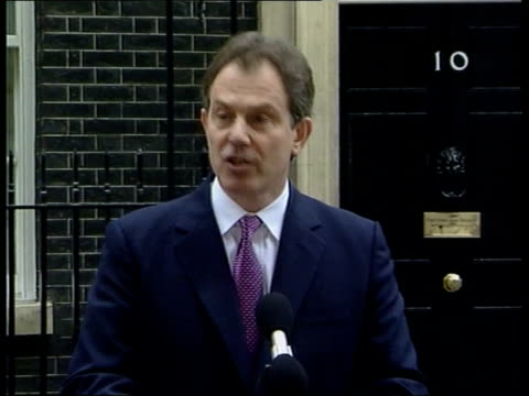 stockvideo's en b-roll-footage met local elections postponed because of foot and mouth disease outbreak itn london downing street prime minister tony blair mp towards from number 10 to... - downing street