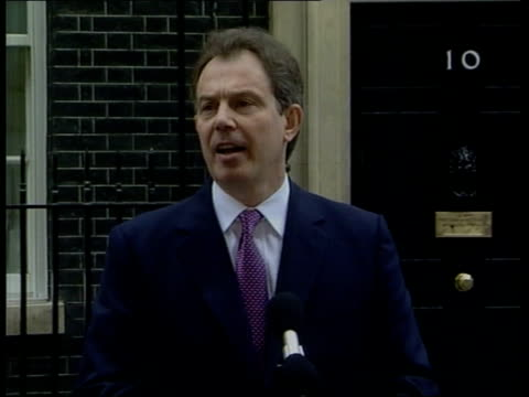 local elections postponed because of foot and mouth disease outbreak england london downing street prime minister tony blair mp towards from number... - ゴードン ブラウン点の映像素材/bロール