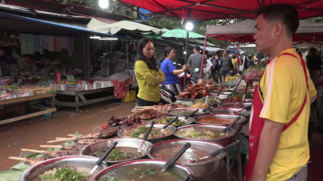 td / local food at food stall - soup kitchen stock videos & royalty-free footage