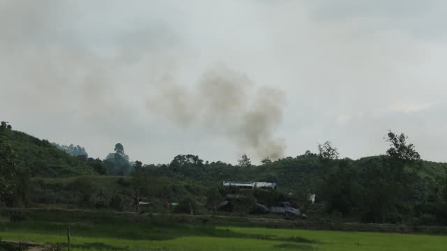 local people describe that they believe this is the burning village in myanmar seen from the gumdum area in teknaf which is very close to the border... - rohingya kultur stock-videos und b-roll-filmmaterial