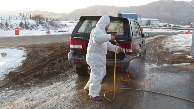 local quarantine agent disinfect to vehicle inside near bird flu contagion zone in pocheon-city, south korea. south korea has ordered its... - virus dell'influenza aviaria video stock e b–roll