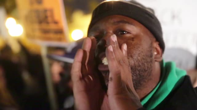 stockvideo's en b-roll-footage met local resident thomas marshall chants slogans as he participates in a rally to protest against the grand jury's decision november 25 washington dc... - chanten