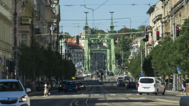 tl: local street and liberty bridge in budapest - liberty bridge budapest stock videos & royalty-free footage