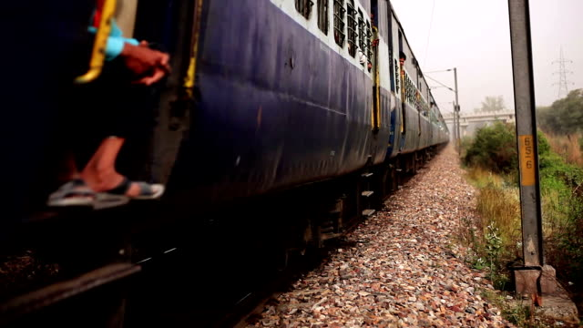 stockvideo's en b-roll-footage met lokale trein in india - shaky