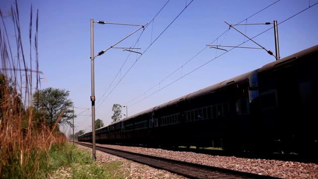 地域の電車 - 高速列車点の映像素材/bロール