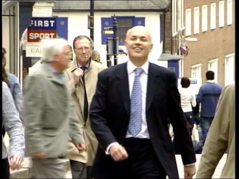 good night for te tories itn surrey guildford duncan smith along towards pull out clean feed tape = d0617829 or d0617830 000925 to 001341 mix... - guildford stock videos and b-roll footage