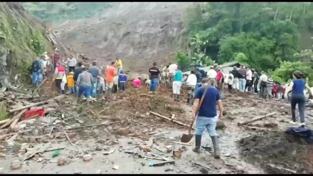 vídeos de stock, filmes e b-roll de locals from the rural colombian village of rosas in the southwest of the country search for survivors with their shovels as a deadly landslide took... - southwest usa
