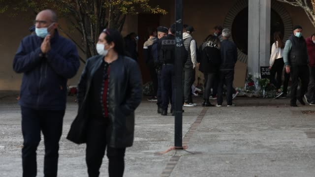 locals gather at the college bois d'aulne middle school the day after one of the teachers was found decapitated for showing caricatures of the... - geköpft stock-videos und b-roll-filmmaterial
