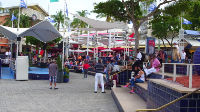 located on biscayne bay in the heart of downtown miami, visitors of bayside marketplace can experience miami's international cuisine, fine shops and... - international landmark video stock e b–roll