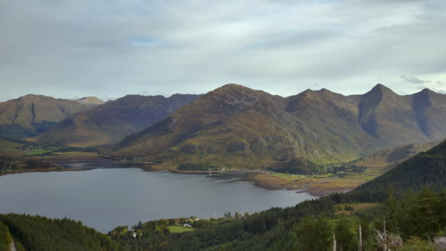 loch duich and the five sisters of kintai in the scotish highlands - loch duich stock videos & royalty-free footage