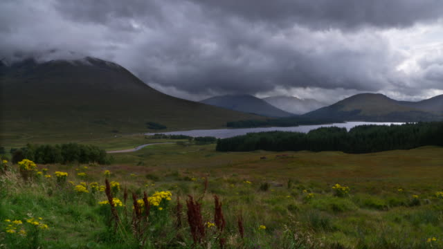 loch tulla with black mount in the scottish highlands near bridge of orchy. landscape with lake and mountains. loch tulla, scottish highlands, bridge of orchy, scotland, uk. - scottish culture bildbanksvideor och videomaterial från bakom kulisserna