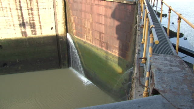 lock gate, panama canal - panama canal stock videos & royalty-free footage