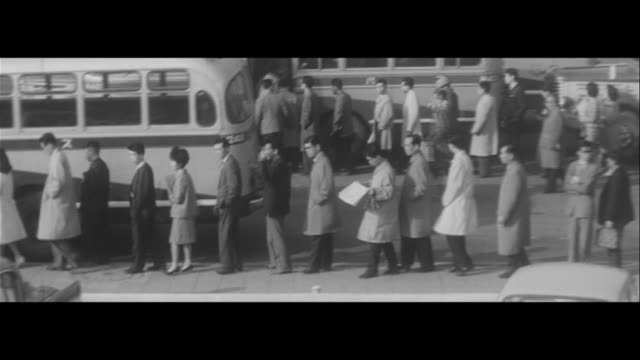 lock out petty violence/antipetty violence movement bad manners in the train miwa was punshed for cautioning an offender bus conductor interview... - 監視点の映像素材/bロール