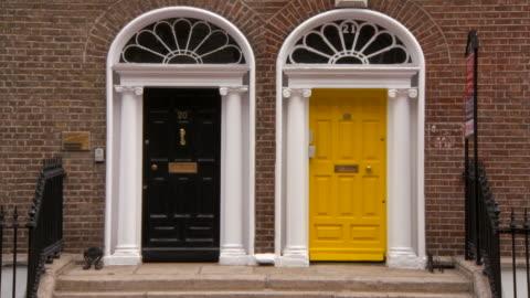 vidéos et rushes de lockdown: close-up of yellow and black doors in the city of dublin - porte structure créée par l'homme