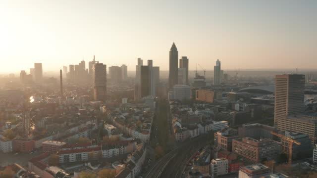 lockdown frankfurt - leere straßen während corona - luftaufnahme - deutschland stock-videos und b-roll-filmmaterial