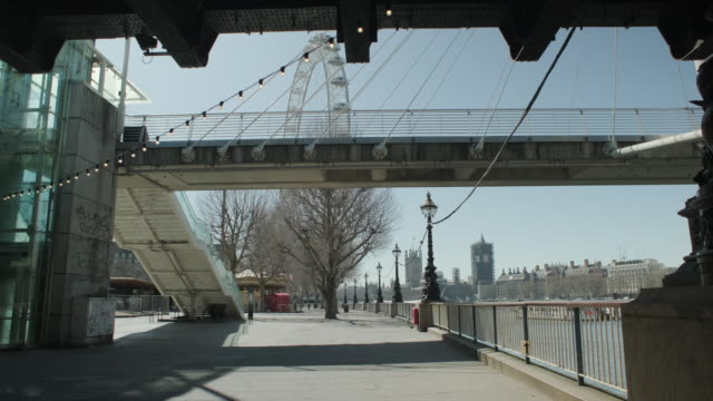 lockdown london, london eye closed and empty embankment during coronavirus pandemic, no people - infectious disease stock videos & royalty-free footage