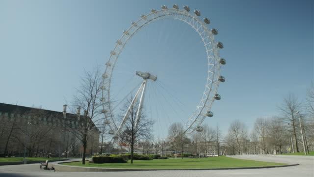 lockdown london, london eye closed and empty street during coronavirus pandemic, no people - central london video stock e b–roll