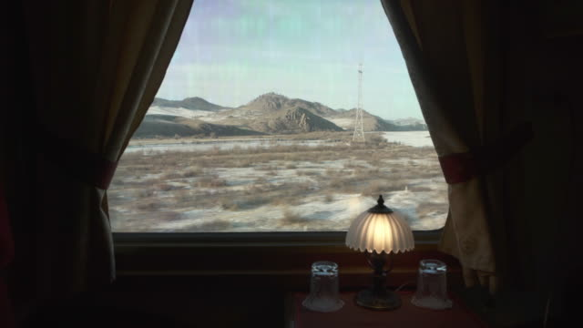 vídeos de stock e filmes b-roll de lockdown: luxurious train cabin and magnificent view while travelling the area - trans-siberian railway, russia - veículo terrestre