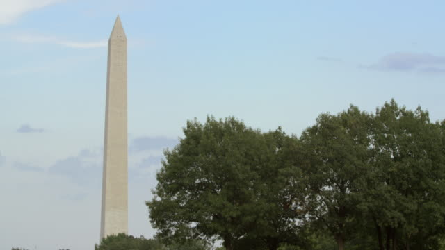 lockdown: magnificent washington dc monument (shot on red) - vietnam veterans memorial video stock e b–roll