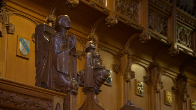 lockdown shot of wooden statues against wall at public university - glasgow, scotland - female likeness stock videos & royalty-free footage