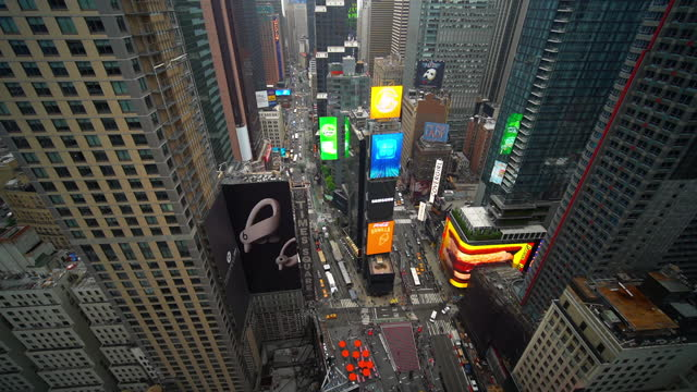 lockdown time lapse shot of vehicles on street at famous times square plaza with illuminated billboards - new york city, new york - fast motion stock videos & royalty-free footage
