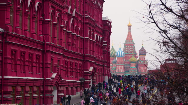 lockdown timelapse red square with crowded at day time in new year, moscow, russia - cathedral stock videos & royalty-free footage