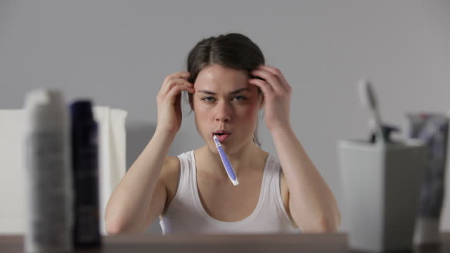 cu, lockdown, young woman brushing her teeth - zahnbürste stock-videos und b-roll-filmmaterial