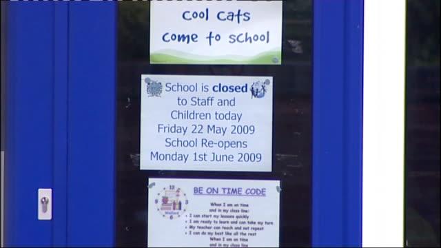 vídeos de stock e filmes b-roll de locked gates of primary school with swine flu outbreak - gripe suína
