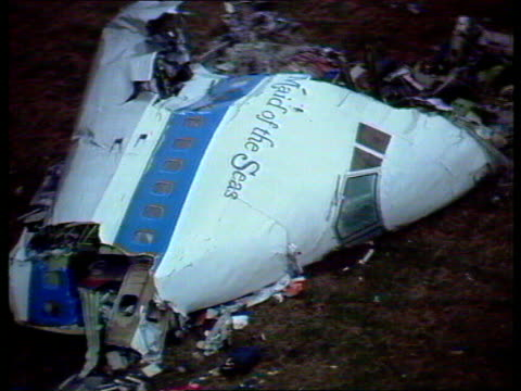 lockerbie bomber granted right to appeal tx dumfries and galloway lockerbie ext plane cockpit wreckage air view destroyed houses house on fire end - dumfries and galloway stock videos & royalty-free footage