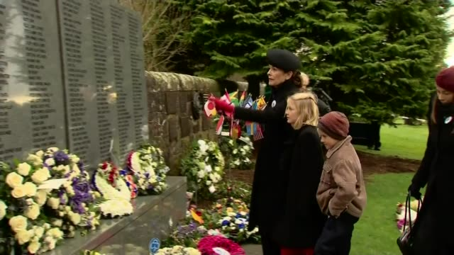 service held to mark 30th anniversary scotland lockerbie dryfesdale cemetery ext various of people attending service and laying wreaths to mark the... - 花輪を捧げる点の映像素材/bロール