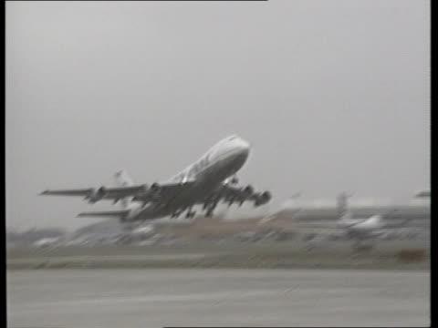 US reaction ITN LIB Pan Am Boeing 747 taking off PAN