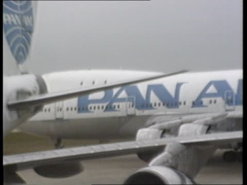 US reaction ITN LIB Pan Am Boeing 747 taxiing along PAN RL as other in f/g