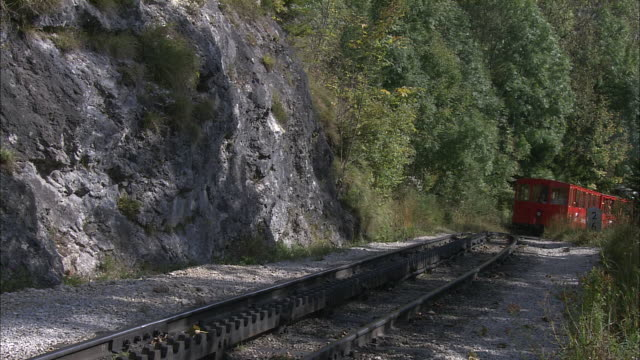 locomotive pushes carriage up schafberg mountain railway - austria点の映像素材/bロール
