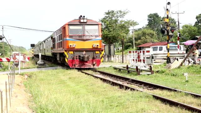 hd : 機関車鉄道駅から出発します。 - locomotive点の映像素材/bロール