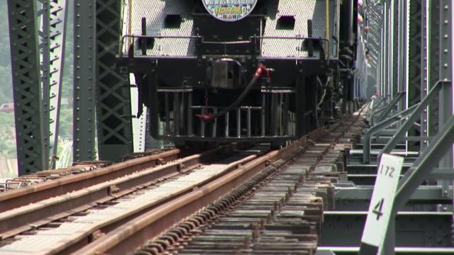 a locomotive travels across a bridge. - 台湾点の映像素材/bロール
