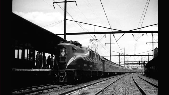 GGI 4923 locomotive with Pullman cars pulls into station Locomotive with Pullman cars pulls into station on January 01 1940