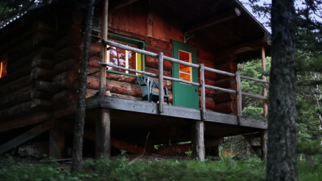 log cabin at dusk - log cabin stock videos & royalty-free footage